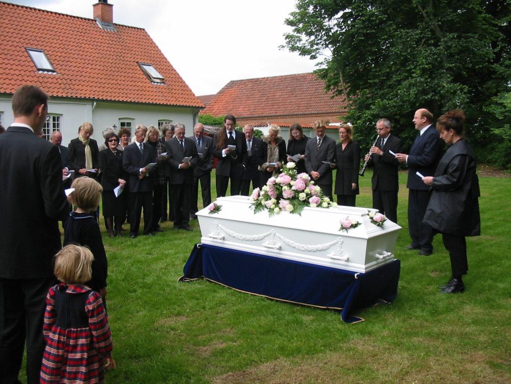Begravelse i haven