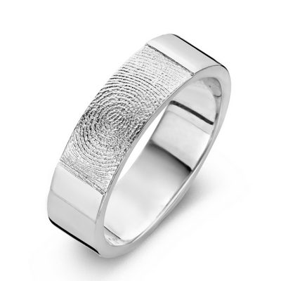 True ring i sølv